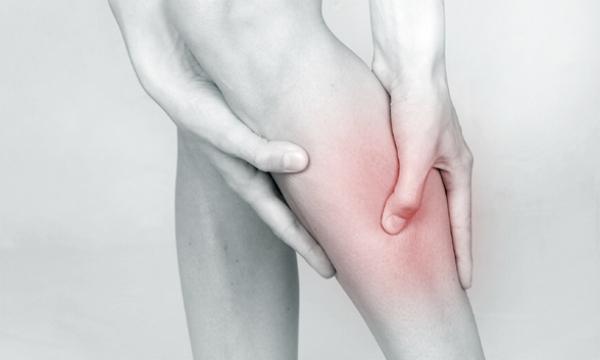 Algunos consejos ayudan a combatir las piernas hinchadas