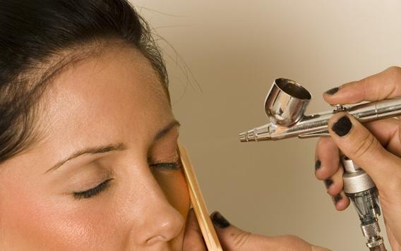 Maquillarse con aerógrafo